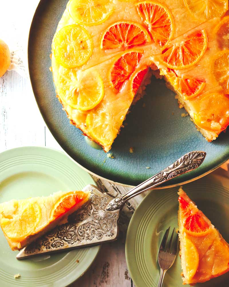 Citrus cake that has been cut with slices on plates
